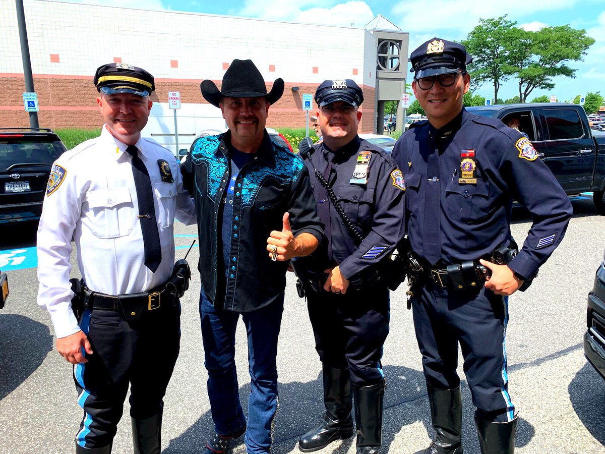 Met New York's finest today! @NYPDHighway @NYPDnews #BackTheBlue