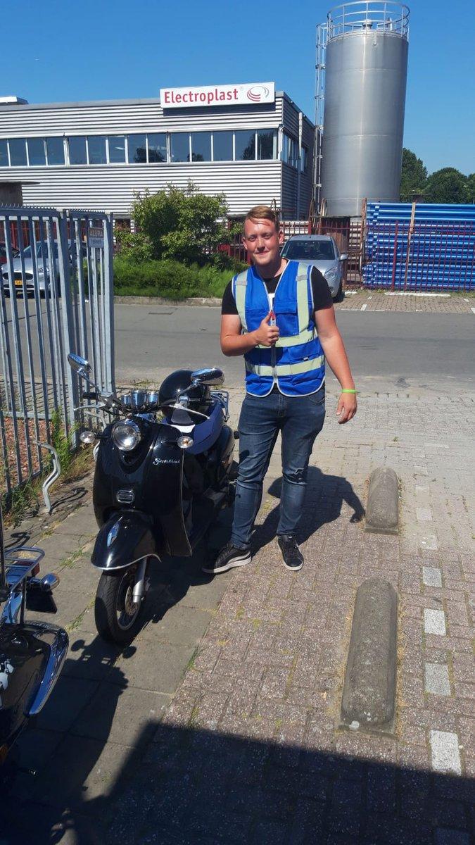 test Twitter Media - Ook Lars van der Wal vandaag in 1x geslaagd voor zijn scooterrijbewijs.  Van harte gefeliciteerd! https://t.co/1jzEoDdldH