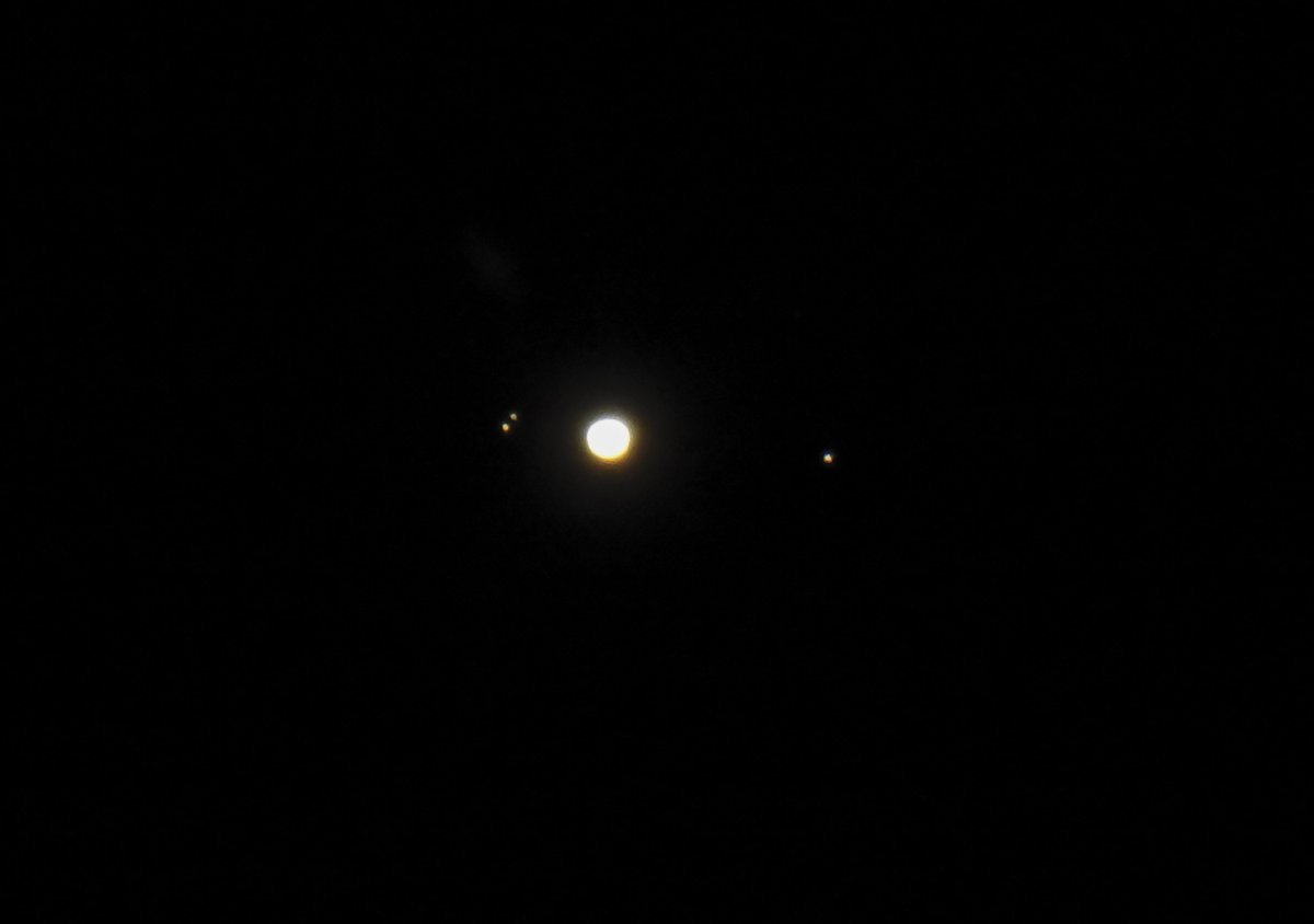 Haven't seen much of Jupiter lately. Here it is tonight. Callisto above Europa on the left and Ganymede, right. Io out of sight behind Jupiter.
