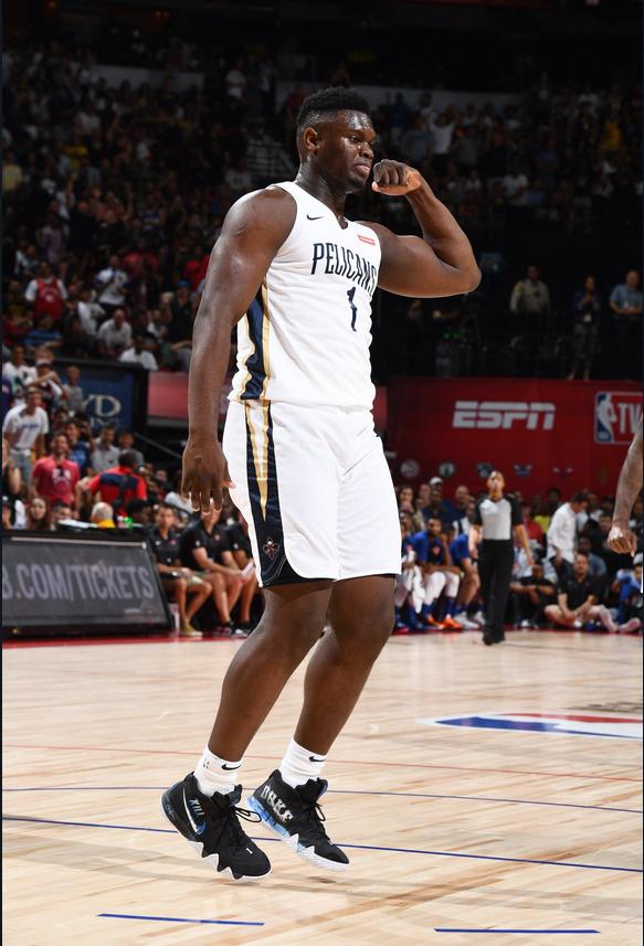 謹慎!狀元膝蓋被撞遭遇小傷提前退賽,現場球迷高喊:我們要Zion!(影)-籃球圈