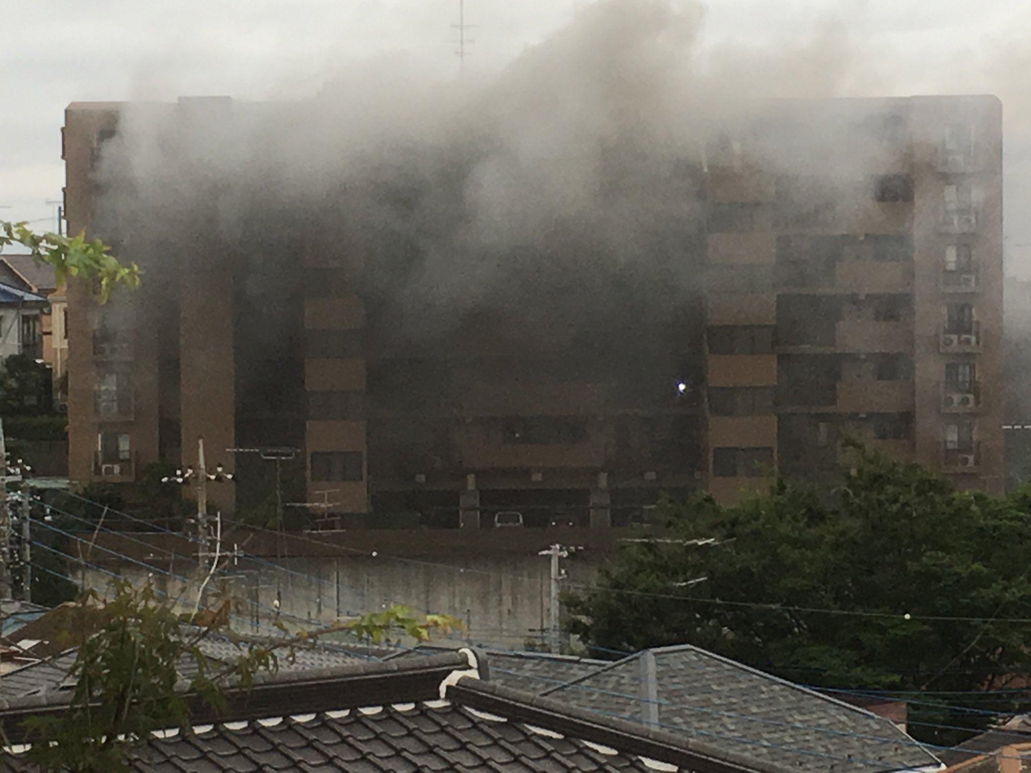 川崎市高津区のマンションで火事が起きている現場の画像