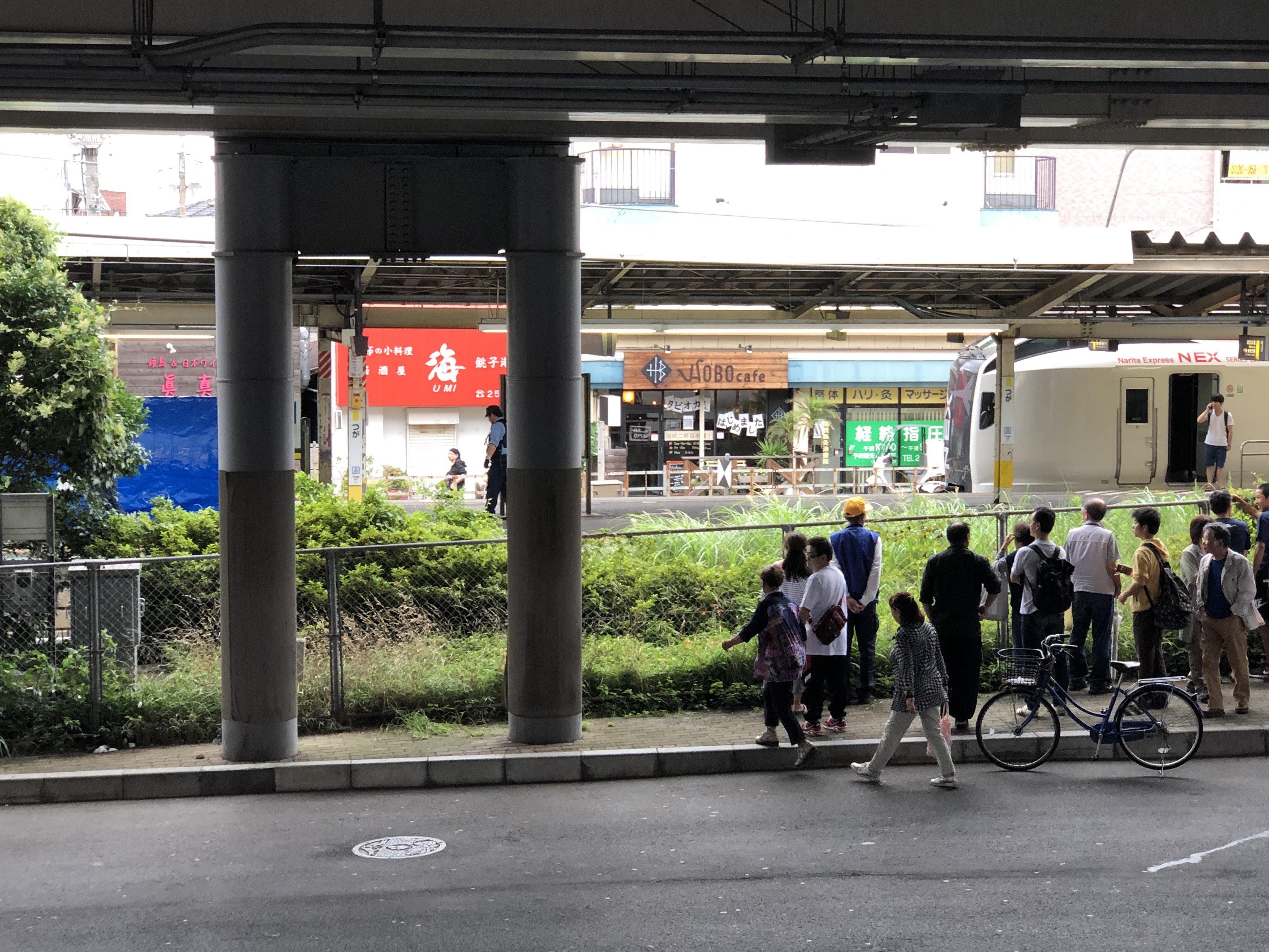 都賀駅の人身事故でで飛び込み自殺現場を調べている画像