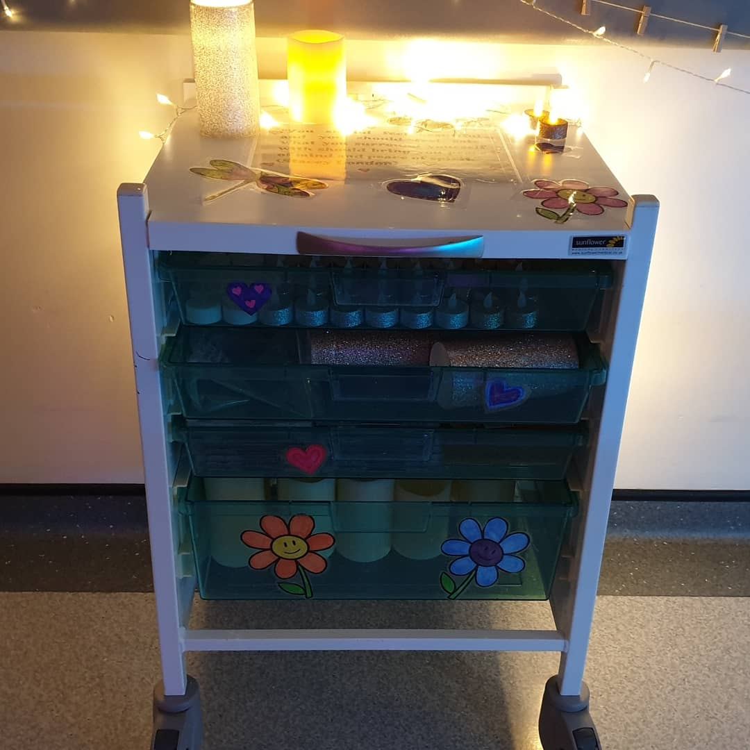 """Last night we set up the sensory trolley to be shared between labour ward & the birth centre. This trolley is packed with fairy lights, """"tealights"""" and """"candles"""" to transform our labour rooms into beautiful relaxing spaces ❤ @uhdbtrust #DerbyMaternity #teamUHDB #DerbyBirthCentre https://t.co/FuJFslhO2j"""