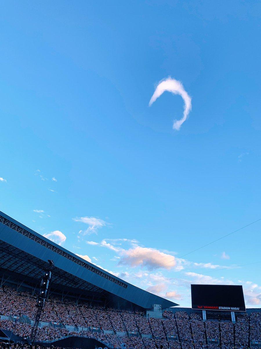 오늘의 ☁️🌙 이렇게 보니 🐬 같기도 🥺 문득 하늘을 보니 있었는데 정말정말 예뻤다 #RM #moonchild