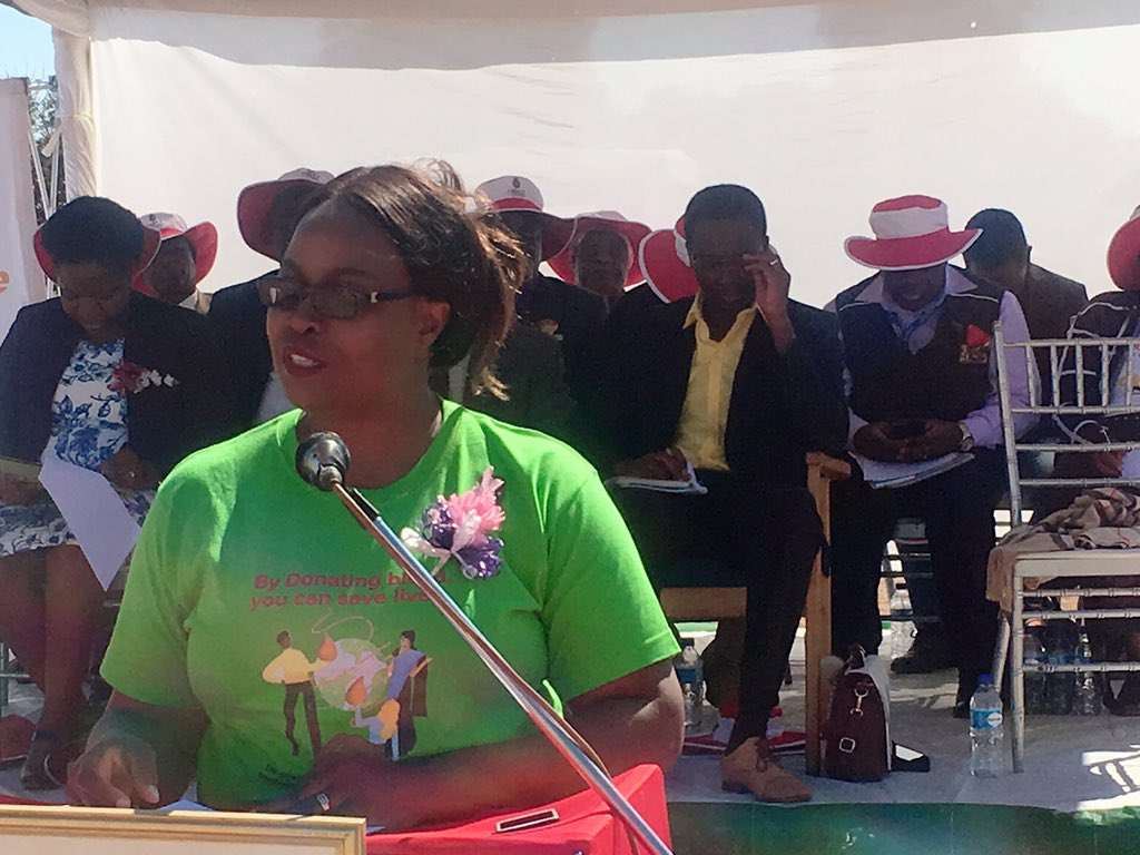NBSZ CEO @LeeAnnMarch addressing the #WorldBloodDonorDay commemorations in Chimanimani thankfully acknowledges the great support from the government on the the free blood initiative. @MoHCCZim @NetOneCellular @263chat @healthtimeszim @capitalkfm @DailyNewsZim