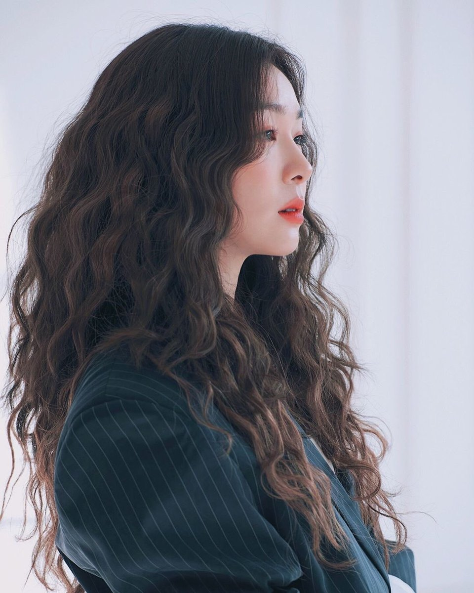 Юна Ким - Страница 5 D-ywVxAXsAAV15S