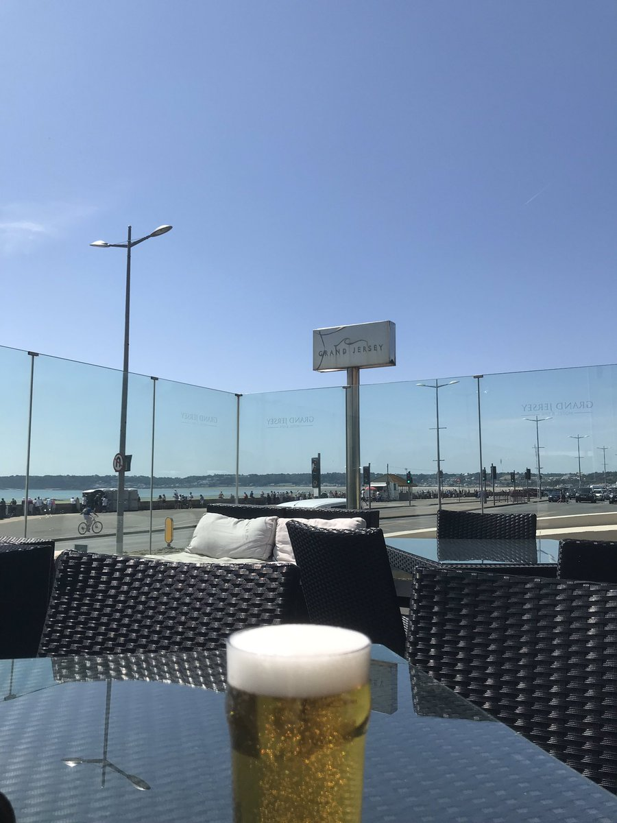 Saturday drinks on the terrace @hp_hotels Jersey. It's some terrace to spend a sunny day on. #IslandLife #sunnyterrace #bakinghot #makeminealagerpic.twitter.com/2mzO3k4EVQ