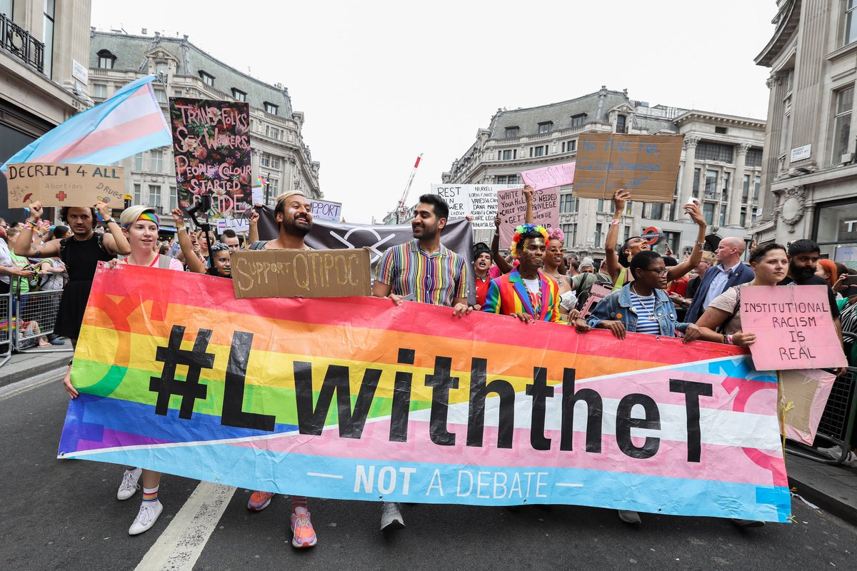 #LwiththeT lead the #PrideInLondon parade. There is no place for hate at #Pride. We stand with our trans siblings 💙💗⚪️💗💙