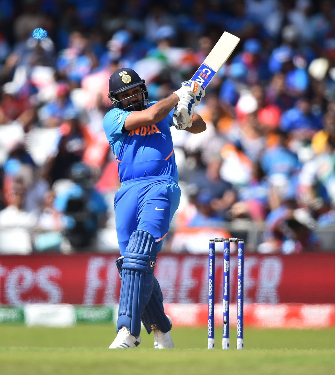 3 consecutive 100s and 5 in a single @cricketworldcup is just phenomenal, Rohit. Very good to see @klrahul11 go on to convert a good knock into a 100 as well!👌 Good signs. 🙂 #CWC19 #INDvSL