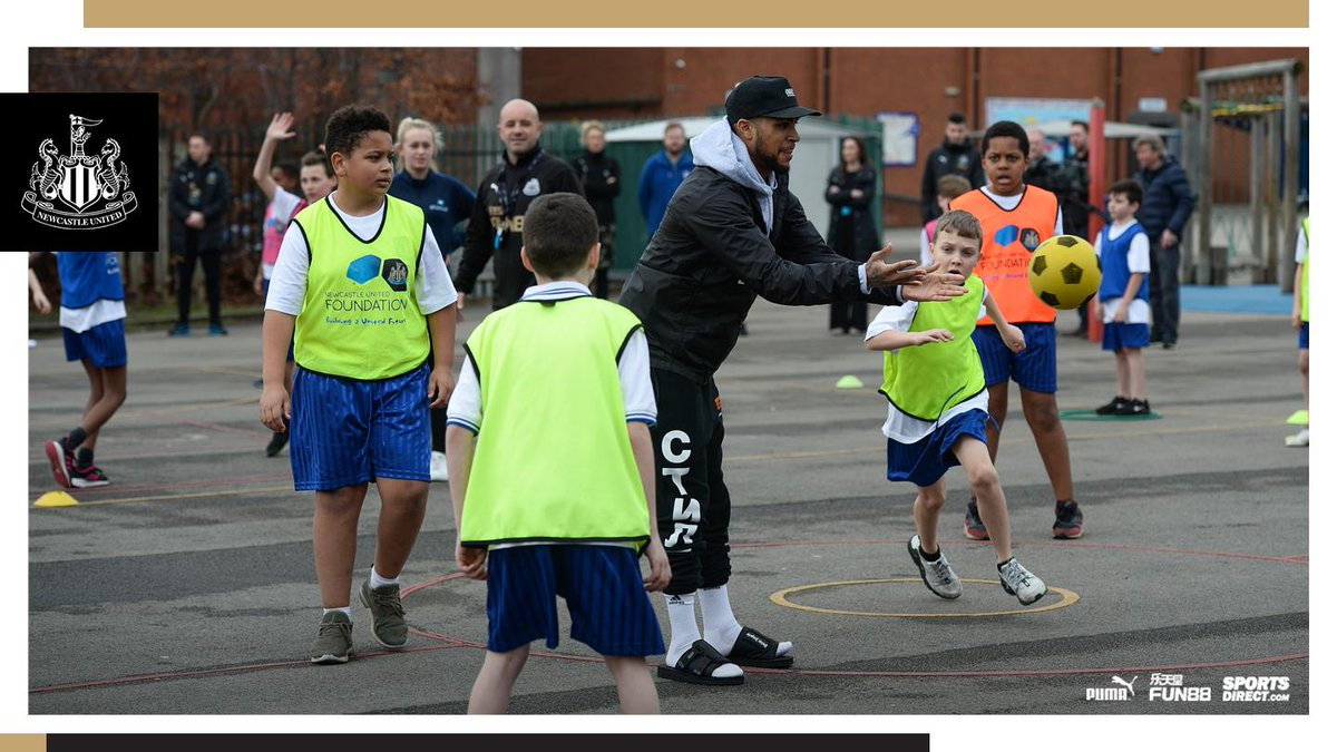 COMMUNITY: United defender @yedlinny surprised pupils at Byker Primary School this week to learn how a partnership between @NU_Foundation and Byker Community Trust is having a positive impact on the area.  Read more: https://www.nufc.co.uk/news/latest-news/yedlin-surprises-byker-school-pupils… #NUFC