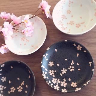 test ツイッターメディア - 耳鼻咽喉科の帰り道で立ち寄った100円ショップのキャンドゥさん…。 桜柄のとても可愛いお皿を発見!! 即購入しました(*^^*) お色は黒を選択♪ ざらつきがあり感触も良かったです。  最近は、直感的なものを大切にする様に心掛けています☆  #CanDo #キャンドゥ #100均 https://t.co/avq8C8g3wV