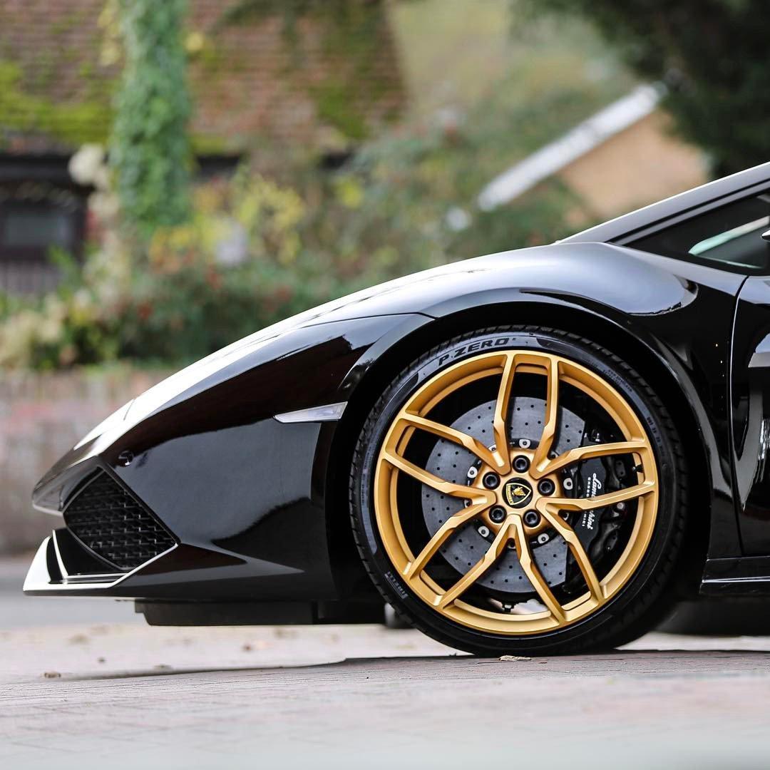 Brembo On Twitter Amazing Lamborghini Huracan With Black Brembo Carbon Ceramic Brakes With Fixed Aluminium Monobloc Calipers