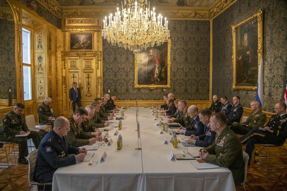 В Вене состоялись переговоры между  Данфордом и Герасимовым