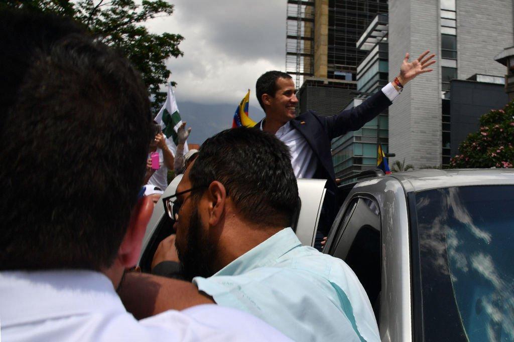 Guaidó convoca a nuevas protestas el sábado https://t.co/RmkYuaHCUb https://t.co/2t9rL1sYbb