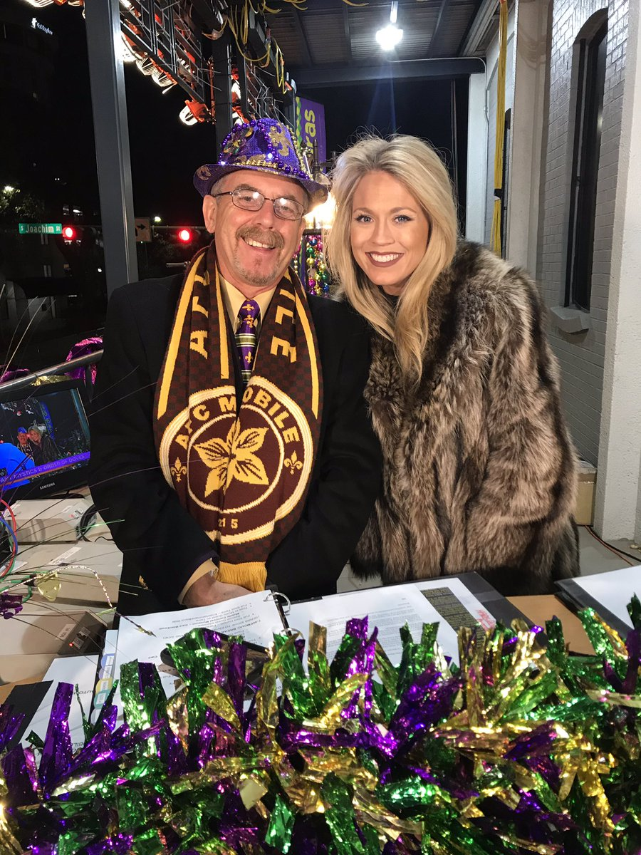 It's FUR-real cold on @hargrove_epc's balcony as @Darwin_WPMI and I get ready for the #InfantMystics and the #OrderOfDoves!  #LaissezLeBonTempRoulerpic.twitter.com/XaijAt9NvK