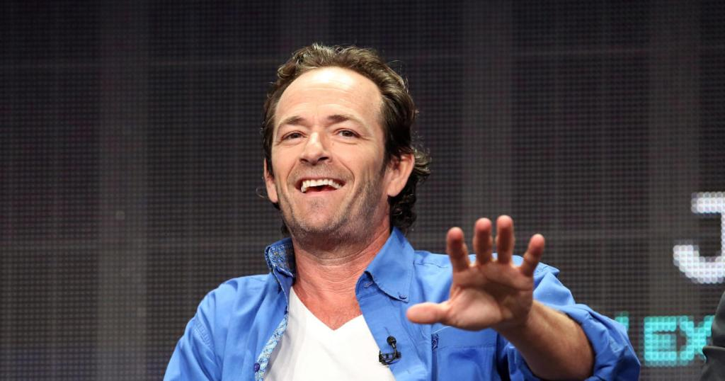 Luke Perry's death is a tragic reminder that strokes can affect anyone at any age. These are the warning signs to watch for: https://cbsn.ws/2NGVtRE