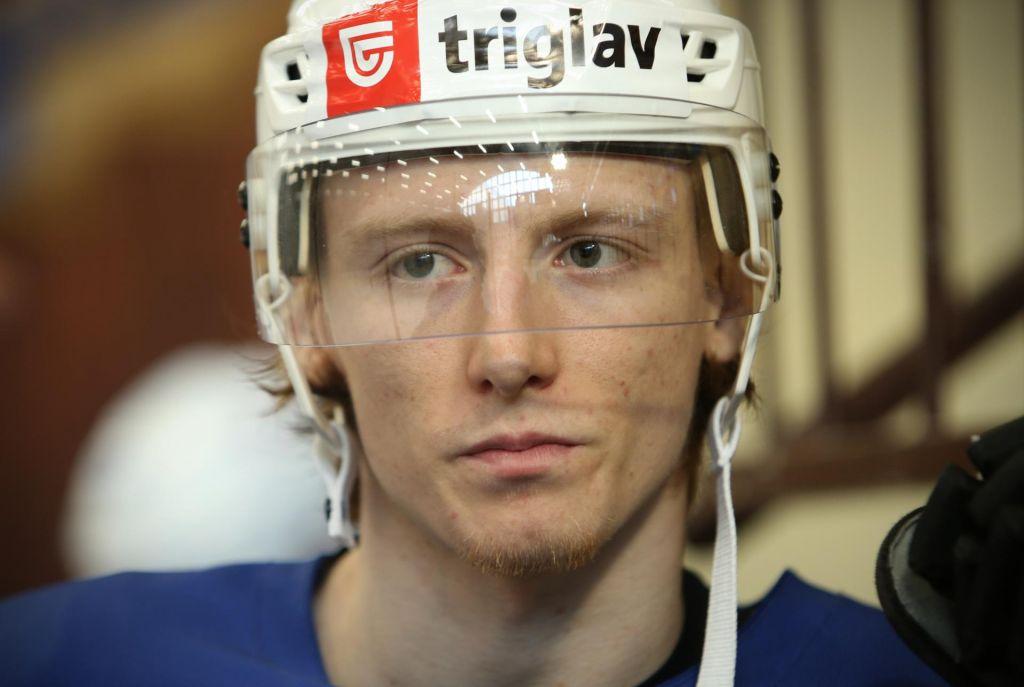 Slovenski najstniški hokejist #JanDrozg odločno stopa proti @NHL.  #hokej