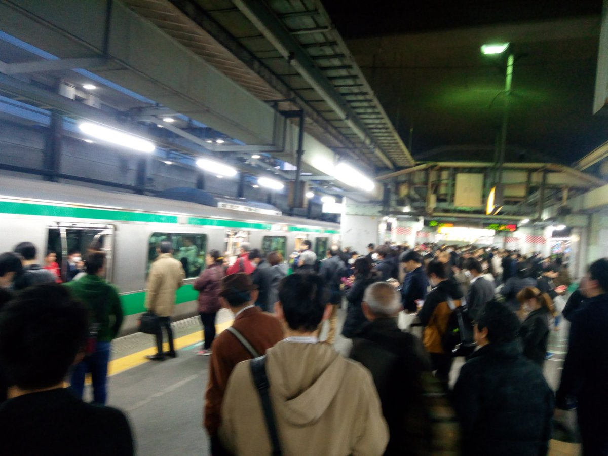 北赤羽駅で人身事故が起き駅が混雑している画像