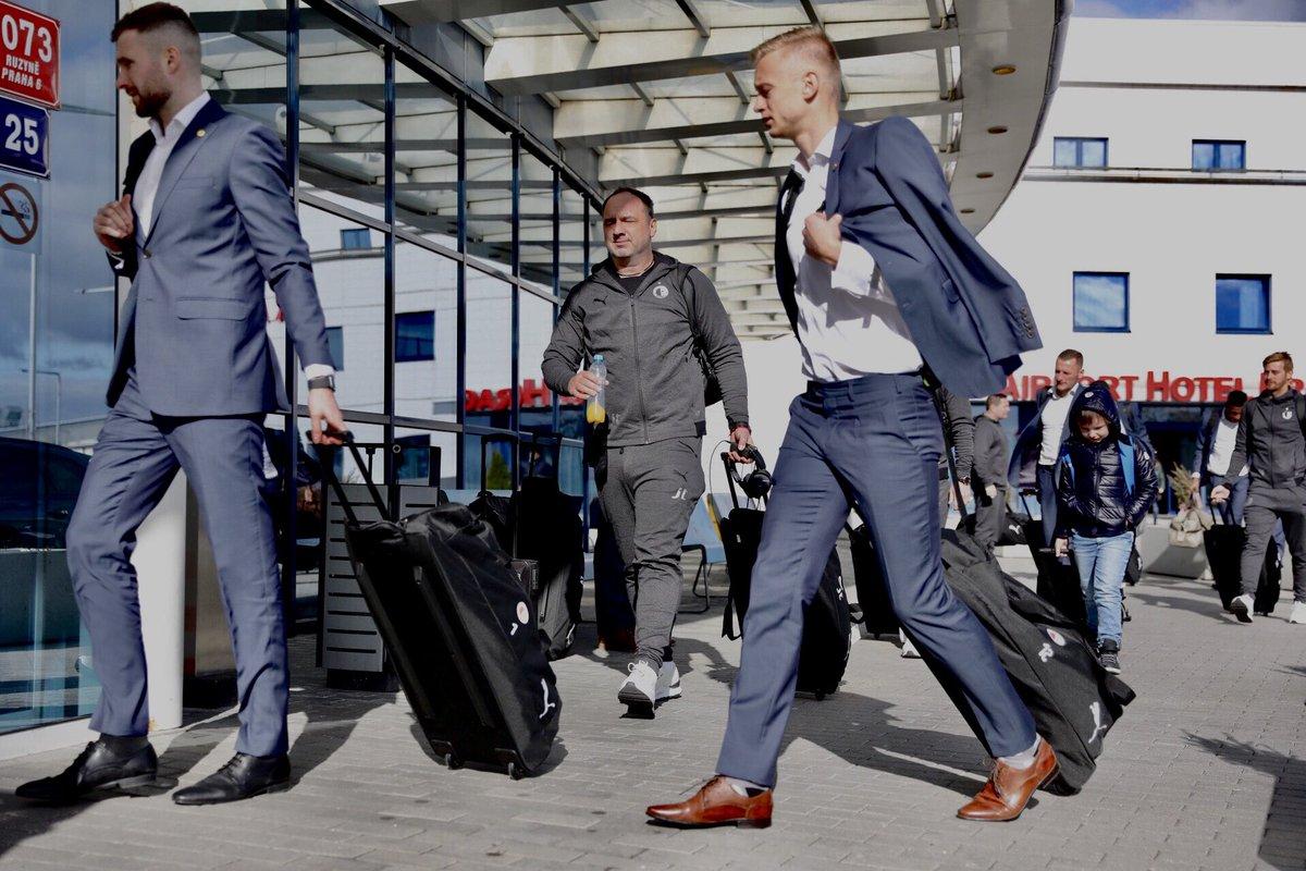 Jindrich Trpisovsky, saliendo hacia Sevilla.