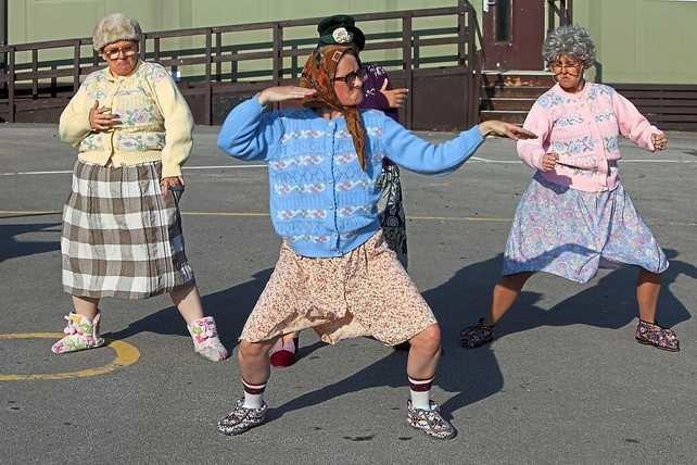 смешные картинки танцующих старушек аллаха самая