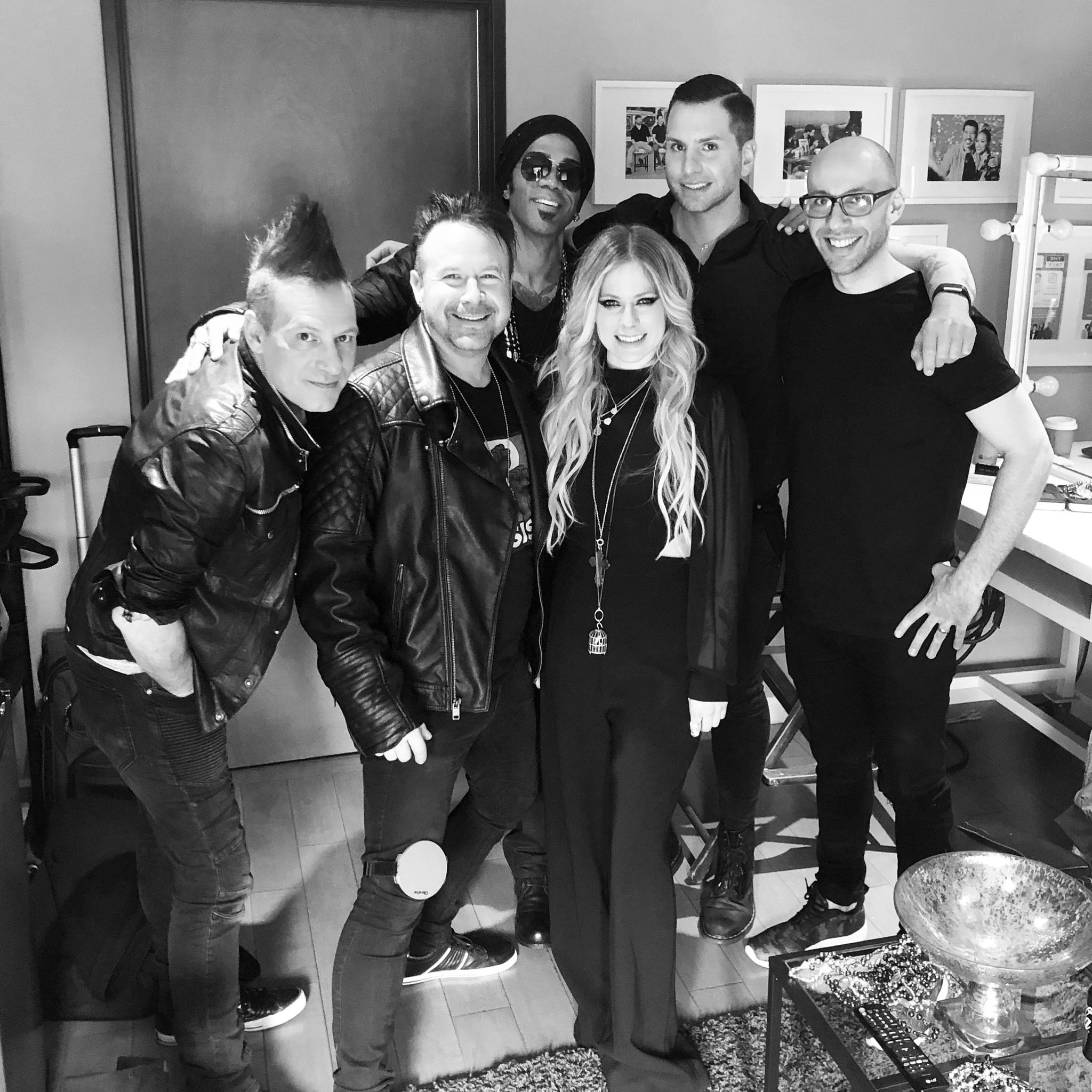 Excited to perform #HeadAboveWater on @thetalkcbs today! Tune in 2pm ET/1pm PT �� https://t.co/TgA7n7LsYF