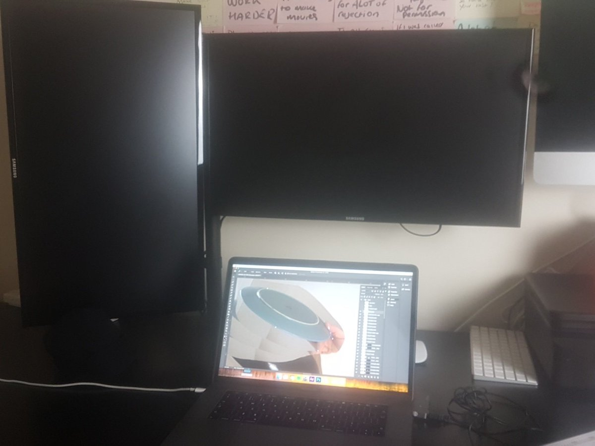 Thanks @amazon for sending me my monitor screens and no cables. My neck will just have to suffer for one more day