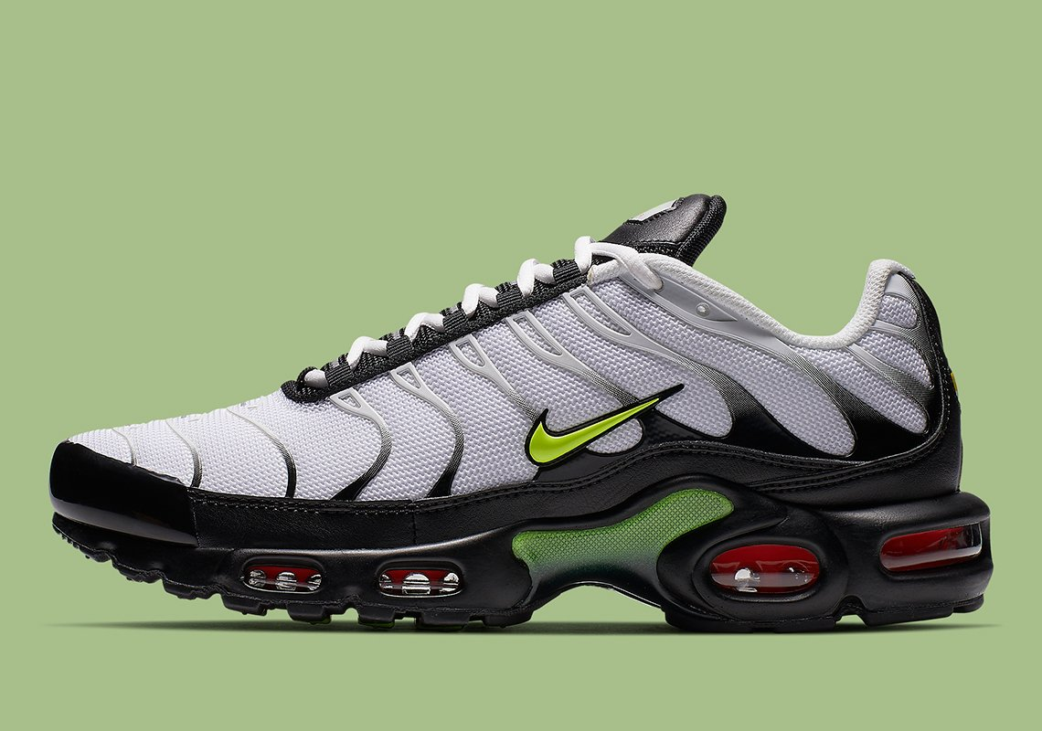 nike mixes vibrant volt and crisp white hues on everyone s favorite air max  plus silhouette 845566002