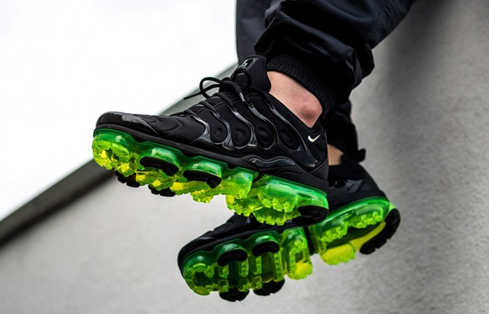 5055a3f4302 Nike Air VaporMax Plus Black Volt LIVE in 30 mins!!! Nike   http
