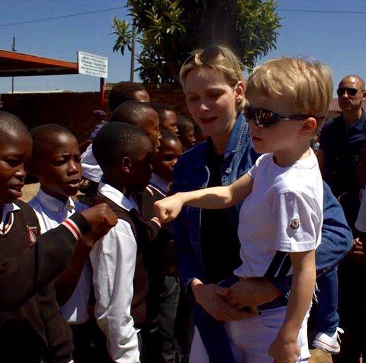 Княгиня Шарлен решила показать своим детям родные места в ЮАР