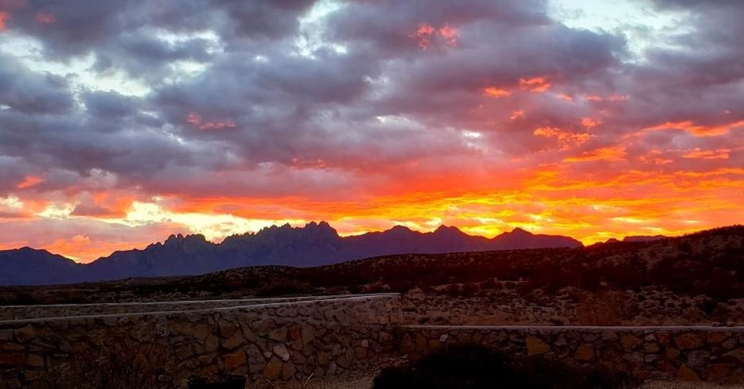 Red sky sunrise over the Organ Mountains east of Las Cruces! 🌄   📸: Deva Martinez @KOB4 #nmwx #NewMexicoTRUE