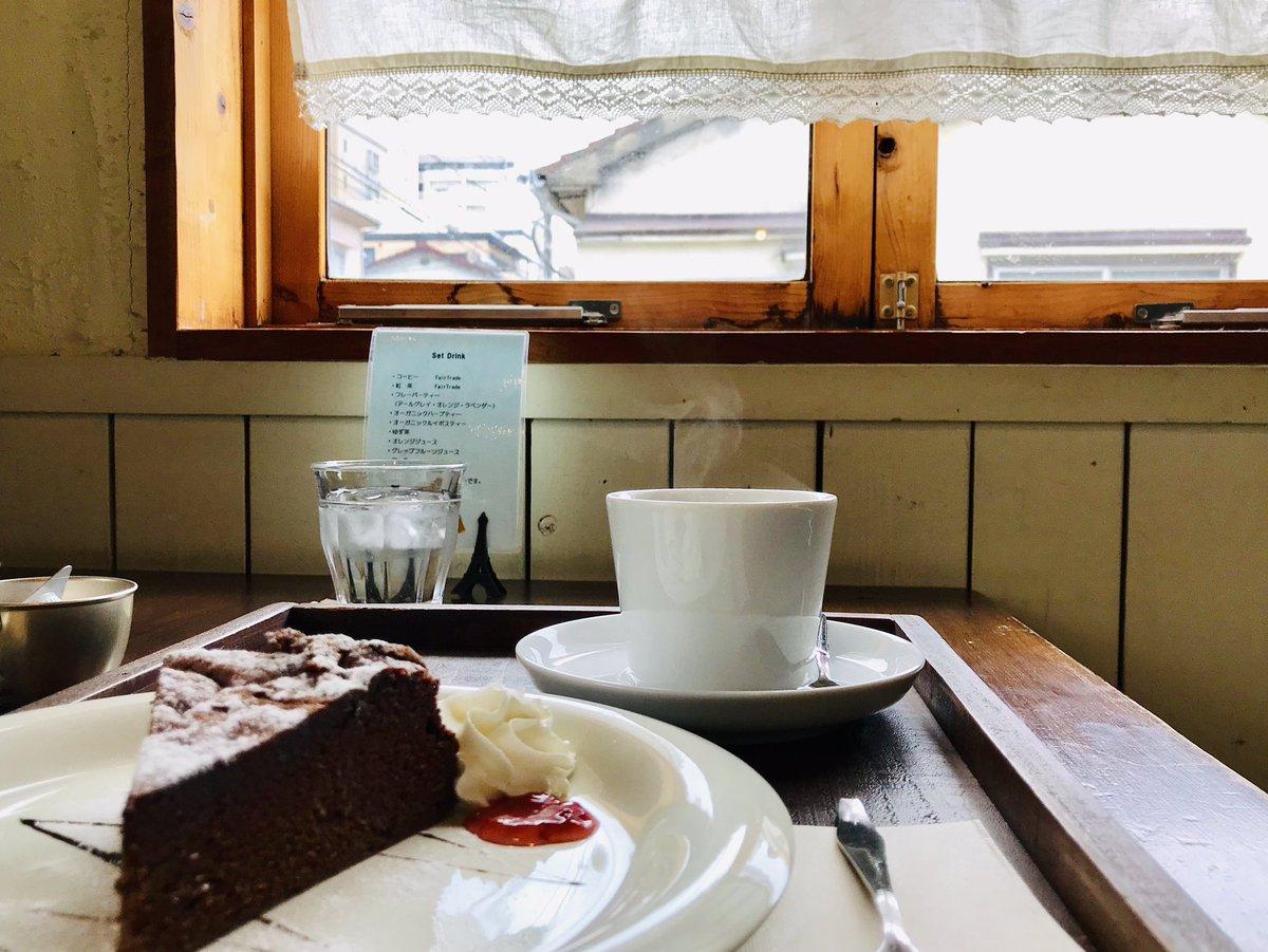 佇まいも調度も何もかも好きなお店 コーヒーの湯気がほのかに写った✨  #カフェ #アニパニ #福岡 #春日市  #キリトリセカイ #photography #写真 #ファインダー越しの私の世界