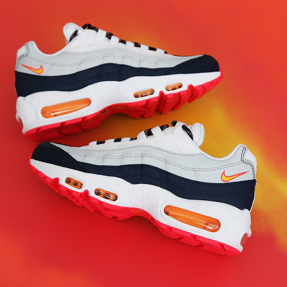 online store db821 39e51 The Nike WMNS Air Max 95 - Midnight Navy Laser Orange is