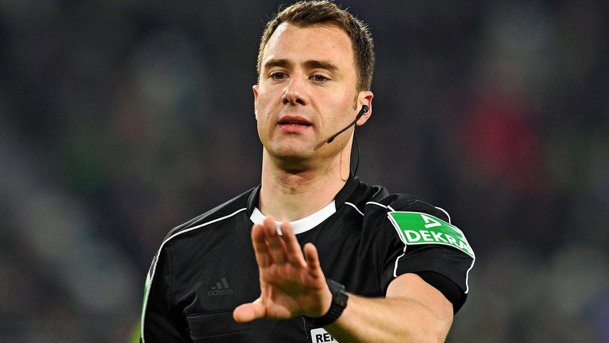 Das Schiedsrichter-Gespann für unser Auswärtsspiel beim @SSVJAHN: 🕴 Felix Zwayer 🚩 Thorsten Schiffner 🚩 Justus Zorn 4⃣. Offizieller: Tobias Fritsch #SSVHSV