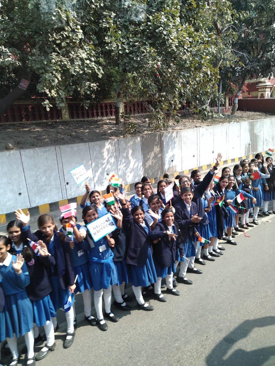 Children welcoming the delegates with enthusiasm! @PrayagrajKumbh #Kumbh2019