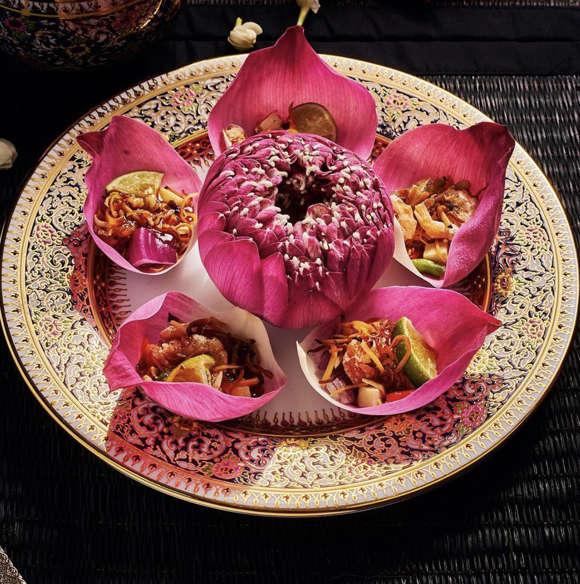 Miang Kham Bua Luang replaces the typical wildbetal leaves with the velvety lotus petals while still retaining the usual herbal fillings. All crunchy and flavoursome!  #AmazingThailand #OpenToTheNewShades #ReviewThailand #MiangKhamBuaLuang<br>http://pic.twitter.com/3PUaGZShqY