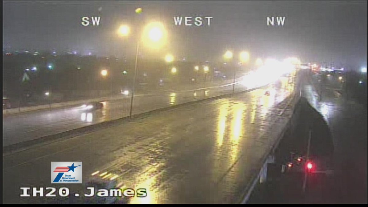A batch of light rain is moving through NTX. Roads are wet. #DFWTraffic #NBCDFWWeather @nbcdfw @NBCDFWWeather