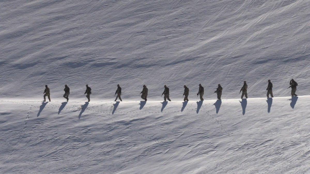 Terörle mücadelenin 'gizli kahramanları' güvenlik korucuları http://aane.ws/RfD