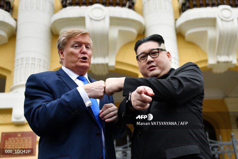 🇻🇳 Fake news: Kim, Trump lookalikes commit to 'peace' ahead of Hanoi summit https://t.co/suGJuyKm8k  📷 @MananVatsyayana  #AFP