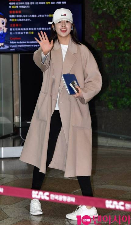 190222 [PRESS] An Yujin at GMP airport heading to Japan #ANYUJIN #안유진 #アンユジン #IZONE #아이즈원