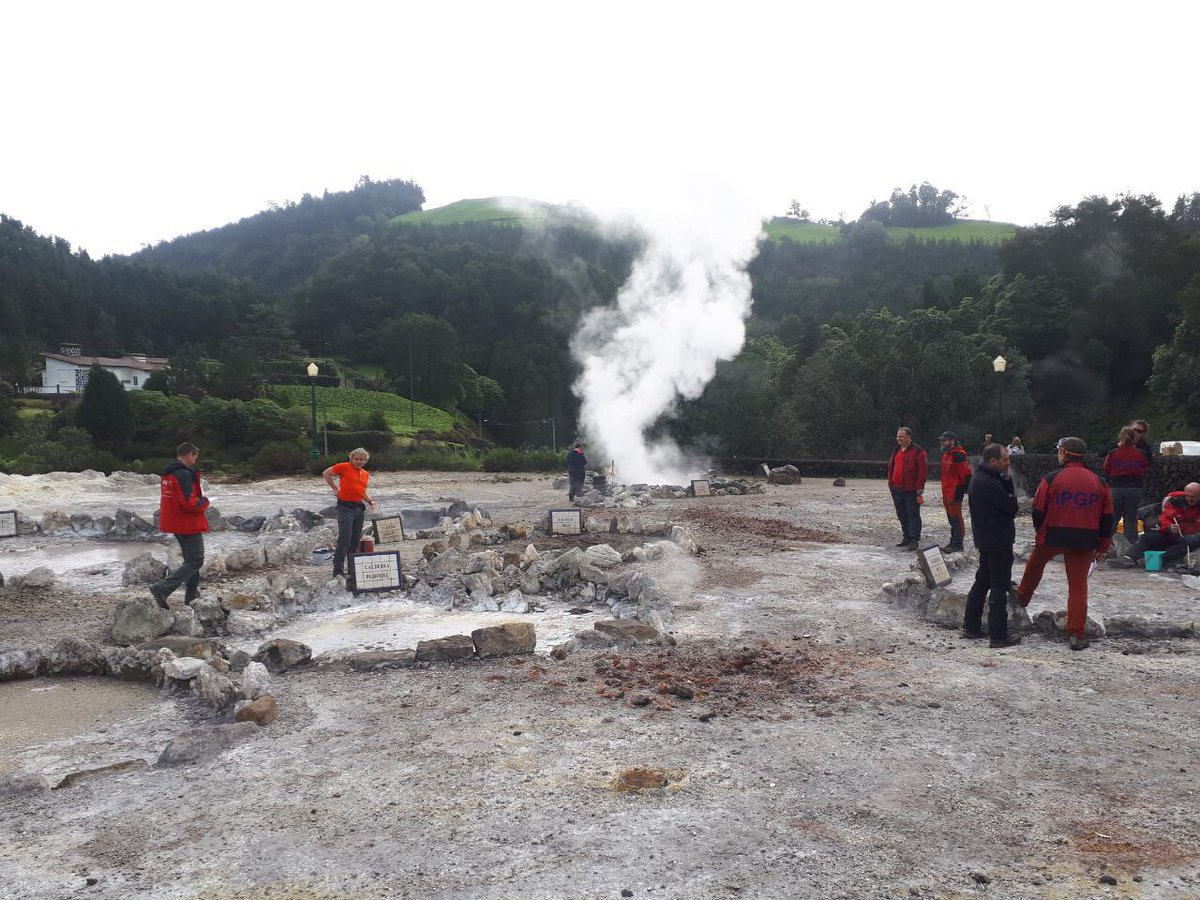 test Twitter Media - DIAS Geophysics are partners within the @eurovolc H2020 project where the first annual meeting occurred this week at the Volcano Observatory of the Azores Islands at the University of Azores in Ponta Delgada #eurovolc https://t.co/nwZpJTRtCG