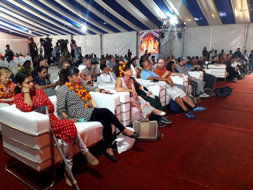 The International Delegates were amazed after watching the incredible series of various cultural performances by the Indian Artists from various regions.  #Kumbh2019 #DivyaKumbh #BhavyaKumbh #SanskritiKumbh