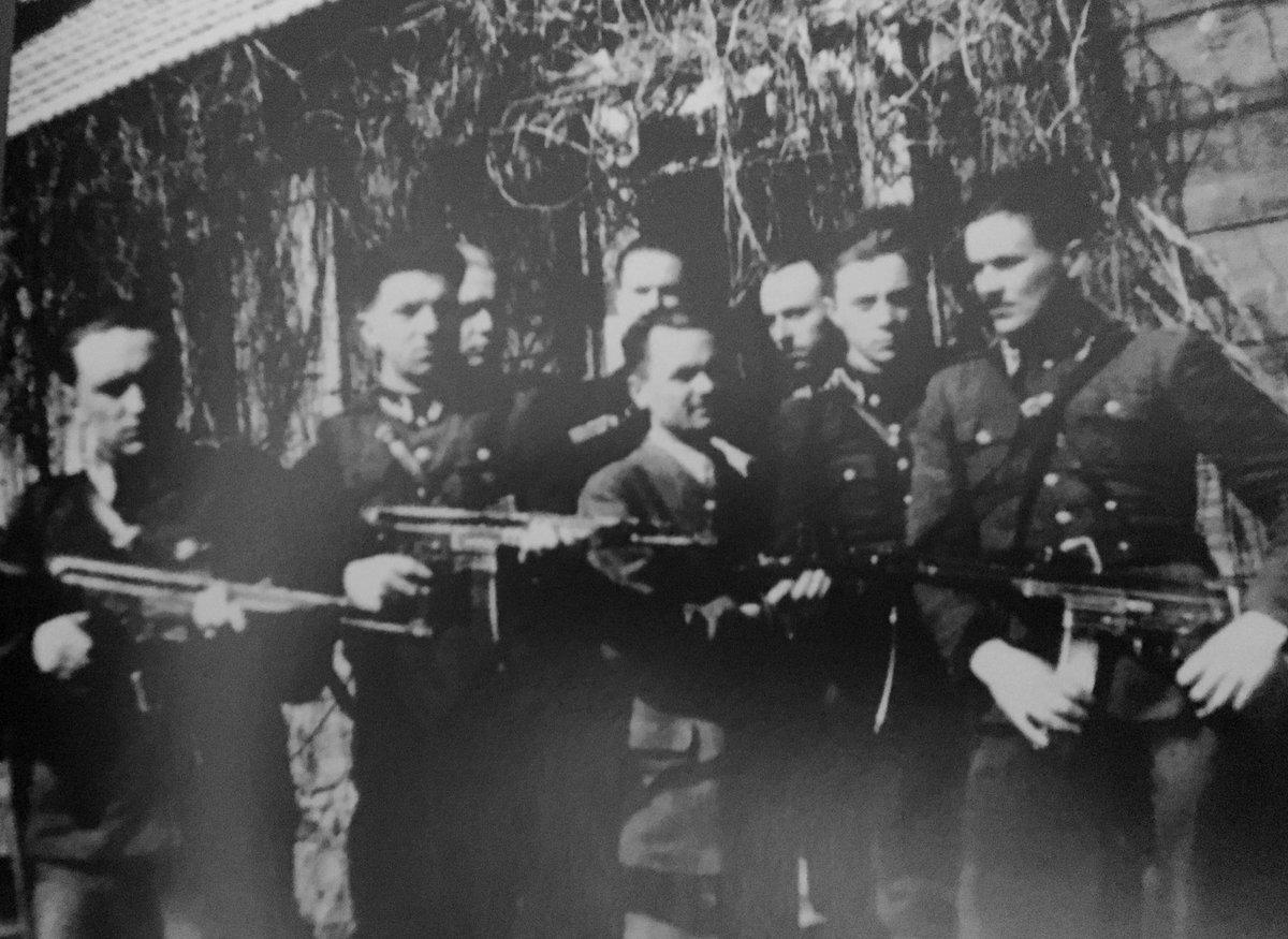 """Oddział kpt. Kazimierza Kamieńskiego """"Huzara"""" - 1947 i 1951. 13 lat w konspiracji, wojnę obronną zakończył pod Kockiem, powstanie antykomunistyczne zakończyła operacja bezpieki """"Cezary"""". Zamordowany w 1953 w lochach więziennych w Białymstoku."""