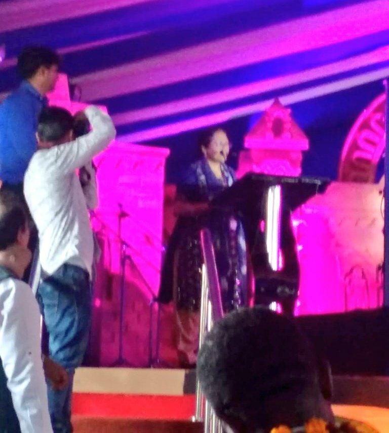 DDG, ICCR, Smt. Padmaja, thanking the Uttar Pradesh Govt. for the grand welcome and the NCZCC artists for their splendid performance. @PrayagrajKumbh #Kumbh2019