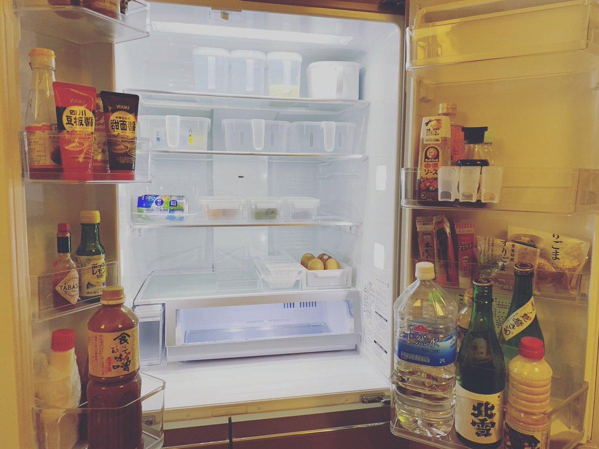 test ツイッターメディア - 個人練に合わせを終えて早速冷蔵庫収納☺️途中ですが、全て100均で揃えました💕調味料入れなどはまだ買っていないのでこれからもっと綺麗にしていくぞ〜✨冷凍庫も野菜室も2段になってて便利すぎる❣️新鮮冷凍ルームってなんだろう🤔 #冷蔵庫収納 #100均 #セリア #ダイソー #Panasonic https://t.co/g10Q6WNqK8