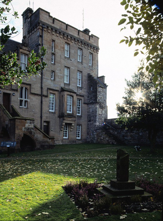 Today is the anniversary of an historic whodunnit. Mind you, there wasn't much mystery surrounding the death of the 8th Earl of Douglas in 1452... King James II & his allies stabbed the Earl when he refused to comply with their demands & threw him out a window at @stirlingcastle.