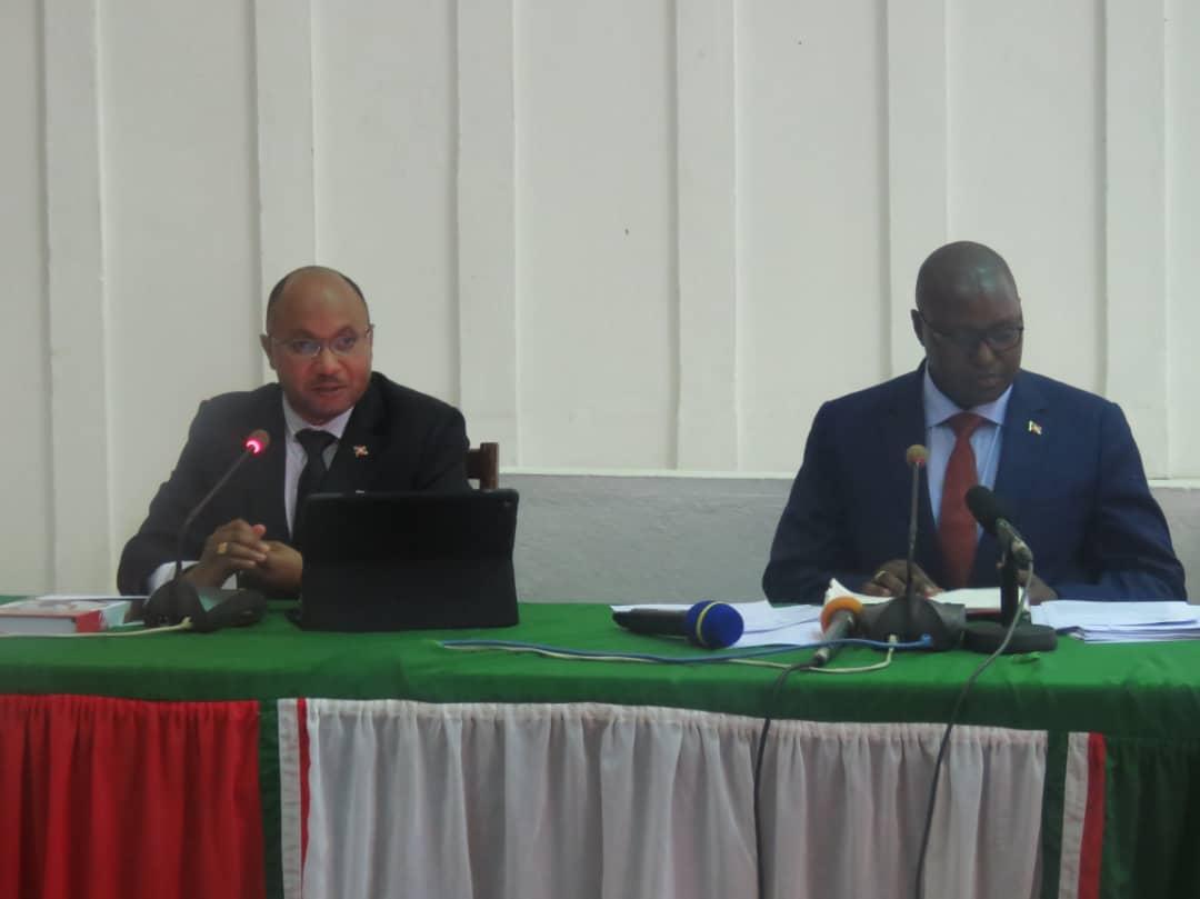 Standoff between Burundi and AU: Burundi Threatens to Withdraw All Its Troops From Somalia.&gt;Read More : -  https:// regionweek.com/standoff-betwe en-burundi-and-au-burundi-threatens-to-withdraw-all-its-troops-from-somalia/ &nbsp; … &gt; #Burundi, #AMISOM, #Somalia<br>http://pic.twitter.com/BjNqwcZA2M