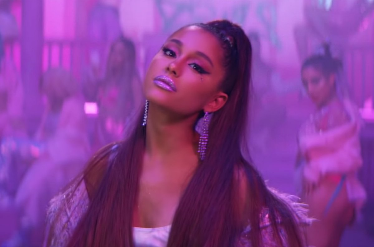 Ariana Grande set to spend another week at No. 1 on the #Billboard200 with #thankunext  https:// blbrd.cm/vhNYrz  &nbsp;  <br>http://pic.twitter.com/I5mOHIvOND