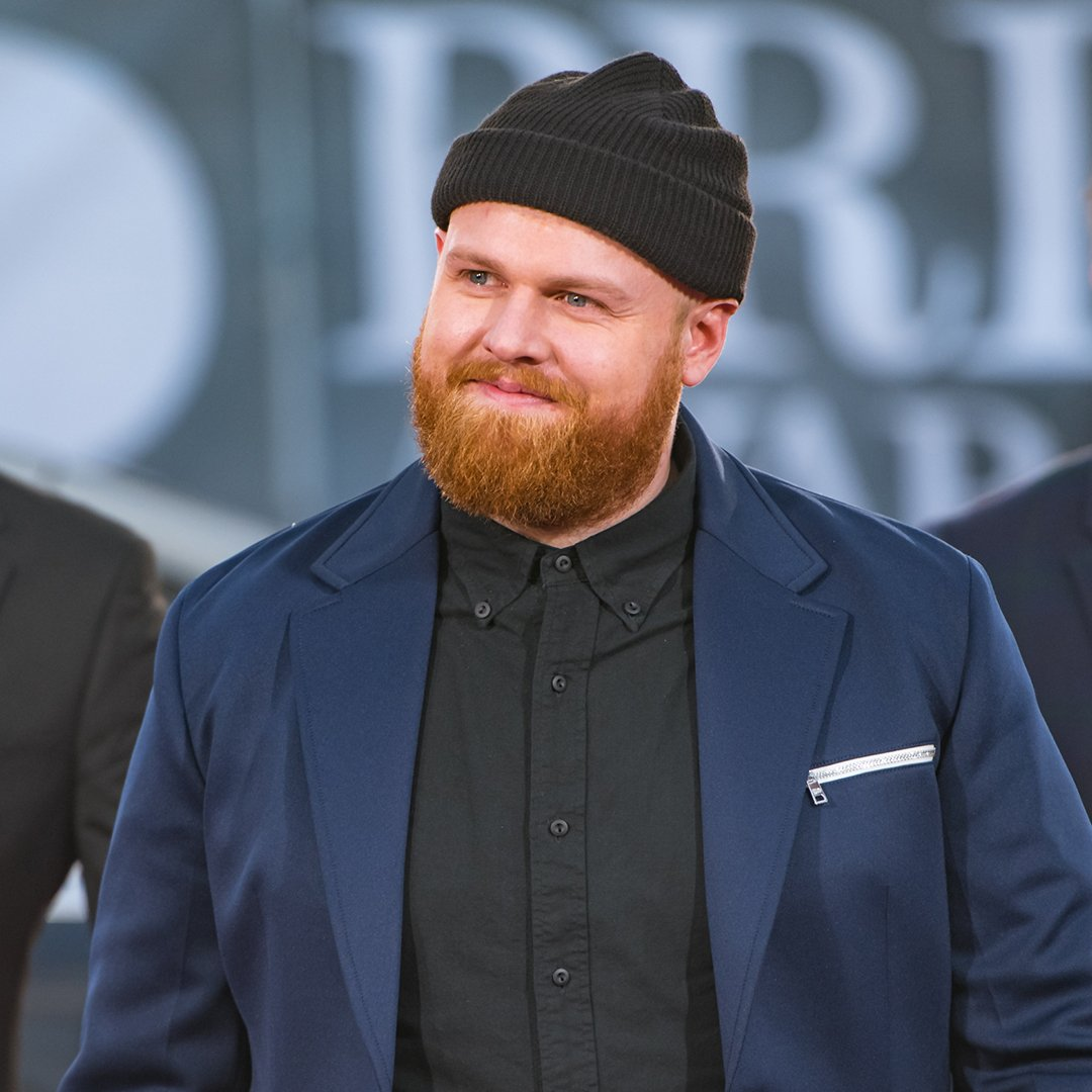 We absolutely adore @IamTomWalker for shouting out his nan as he accepted his BRIT Award! 😍Here's what he had to say about his win ➡️ https://www.youtube.com/watch?v=uvsiVORXwVg…