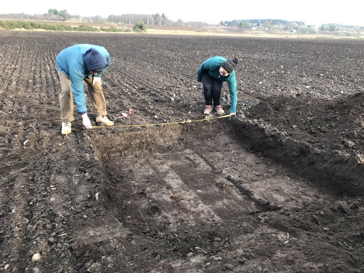 Great day test pitting - we are on course to complete 145 2x2m test pits on 4 days. Warm Aberdeenshire day - come and visit us 22-25 Feb @HistEnvScot @Aberdeenshire @annclarkerocks @carolinewjones @diggermann17 #Aberdeenshire #pubarch #flints @scot_quine @mesodeeside