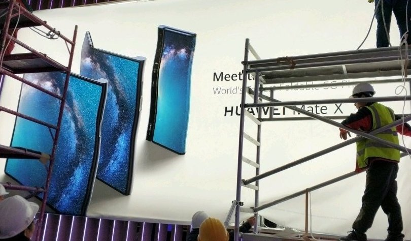 The Huawei Mate X foldable 5G smartphone leaks ahead of launch  https://www. xda-developers.com/huawei-mate-x- foldable-5g-smartphone-leak/ &nbsp; … <br>http://pic.twitter.com/j94NHClRWD